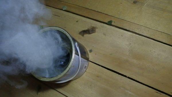 Дымовая шашка внутри ведра