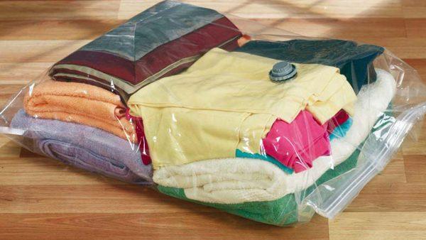 Упаковка вещей в герметические пакеты