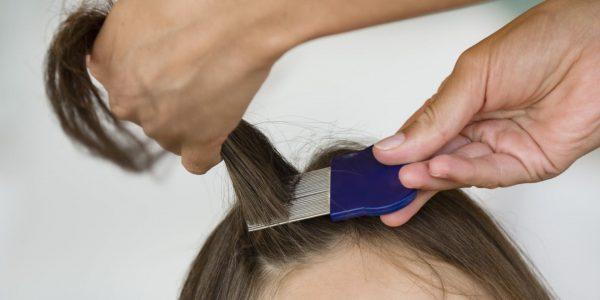 Прочёсывание пряди волос гребнем
