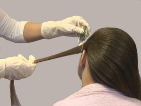 процесс вычёсывания вшей