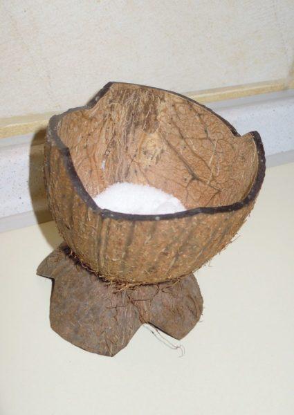 Солонка из кокосовой скорлупы