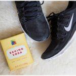 Пара обуви и пачка соды
