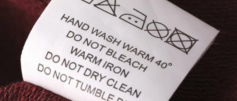 Ярлык на одежде с символами