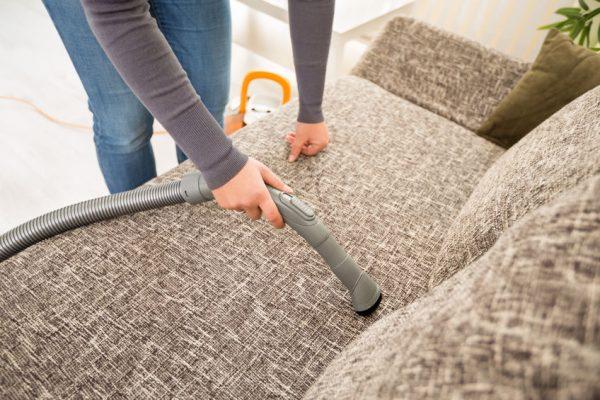 Чистка мебели обычным пылесосом