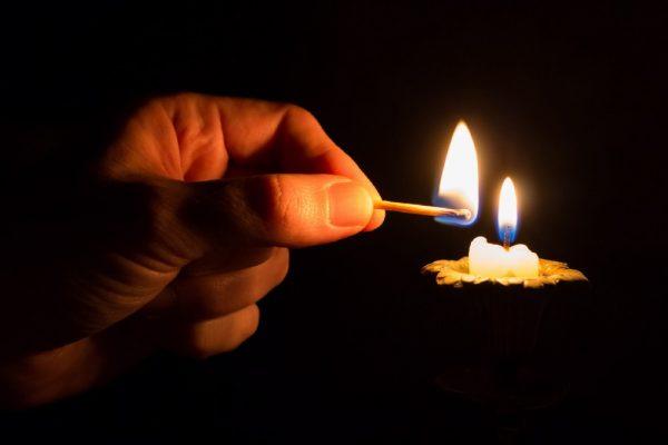 Зажжённая свеча