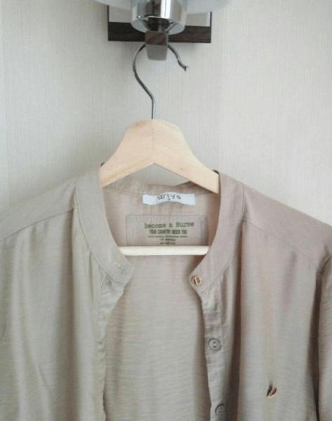 Блуза на вешалке