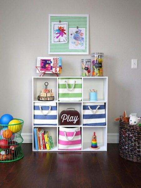 Хранение игрушек на стеллаже