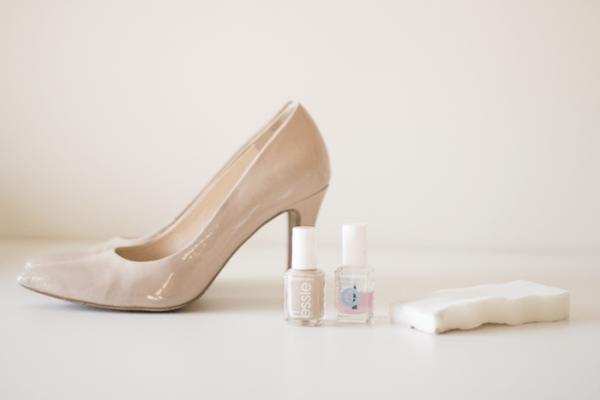 Лаковые туфли и лак для ногтей