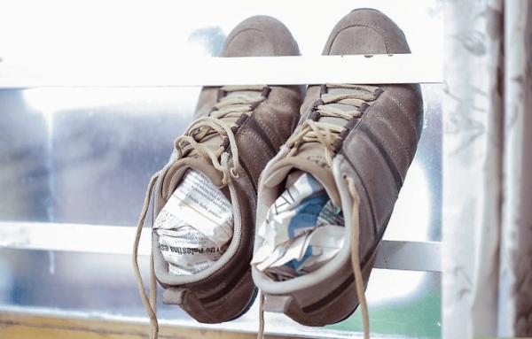 Кроссовки, набитые газетами