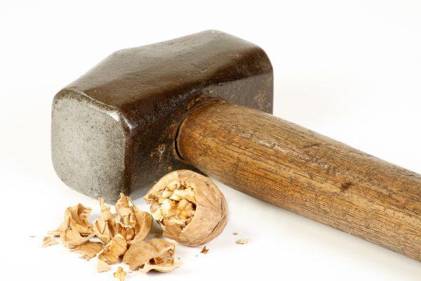 Молоток и орех