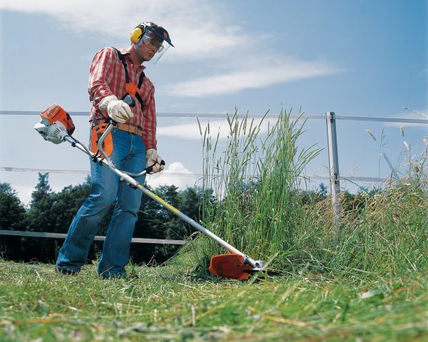 Стрижка травы
