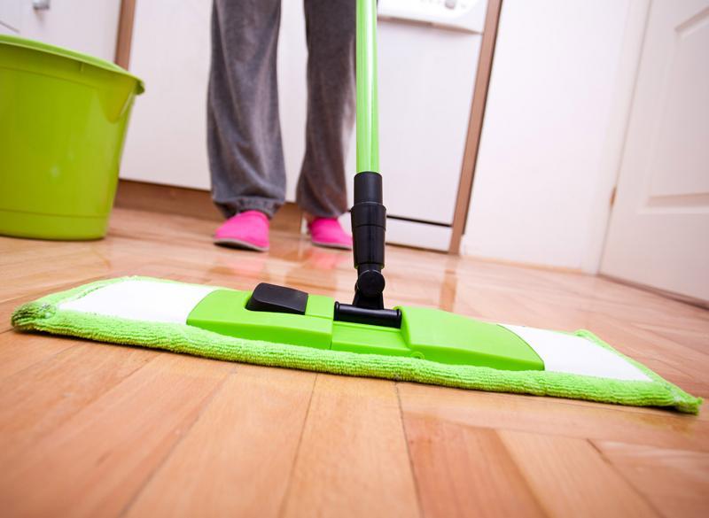 Как правильно мыть полы: советы на все случаи жизни