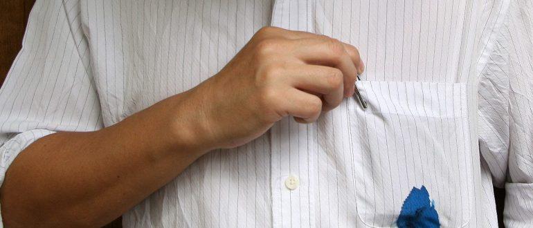 Следы ручки на белой одежде