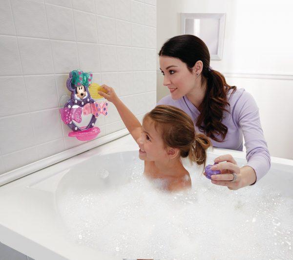 Мама и дочь в ванной