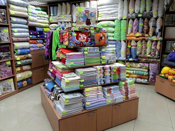 Продажа постельного белья и полотенец в магазине
