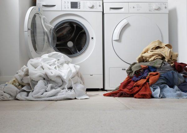 Бельё у стиральной машины