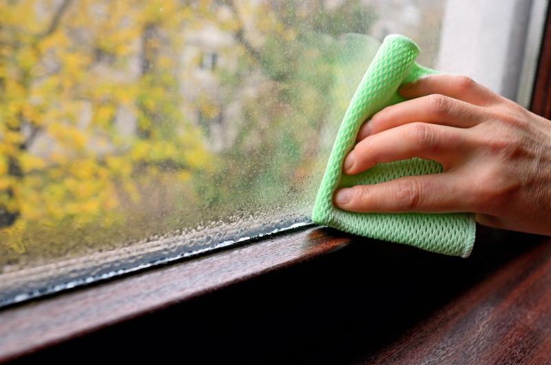 Почему запотевают пластиковые окна и что с этим делать