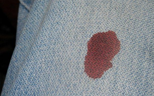 Кровь на ткани