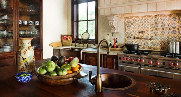 Мойка в интерьере кухни