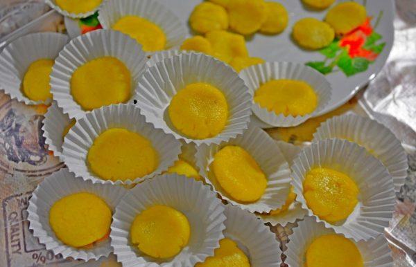 Отрава с борной кислотой на бумажных формах для кексов
