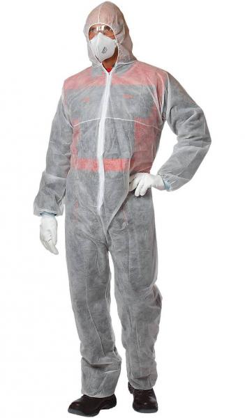 Мужчина в защитном костюме